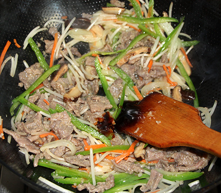 韩式牛肉炒杂蔬怎样做