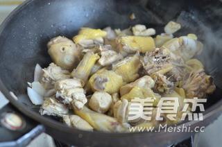 咖喱鸡饺子火锅怎么吃