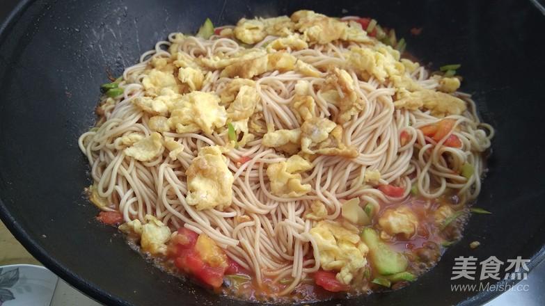 鸡蛋蔬菜炒面怎样做