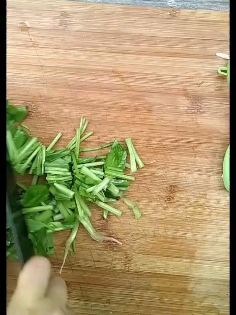 黑蒜山药菠菜汤的步骤