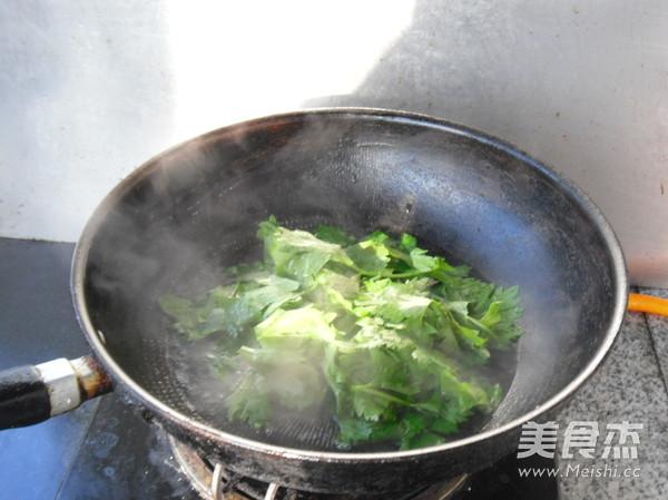 蒜香芹菜叶的做法图解