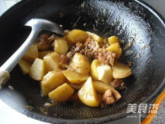 土豆烧兔肉怎么煸