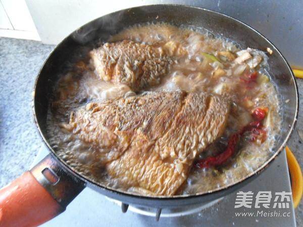 红烧大黄鱼怎么煸