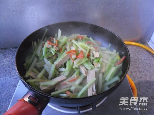 芹菜炒豆腐干怎么煮