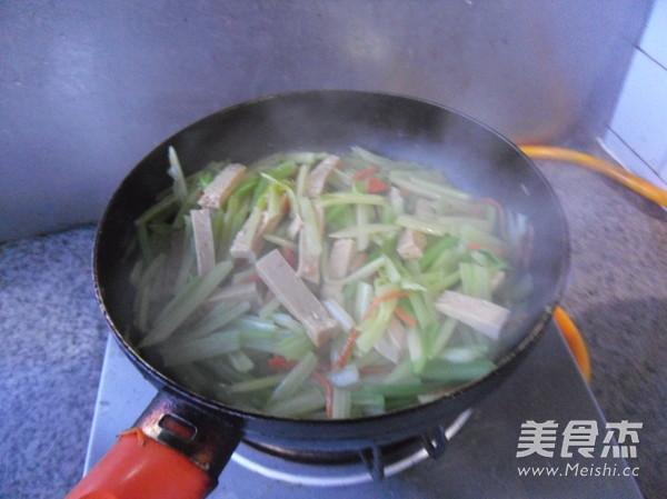 芹菜炒豆腐干怎么炖