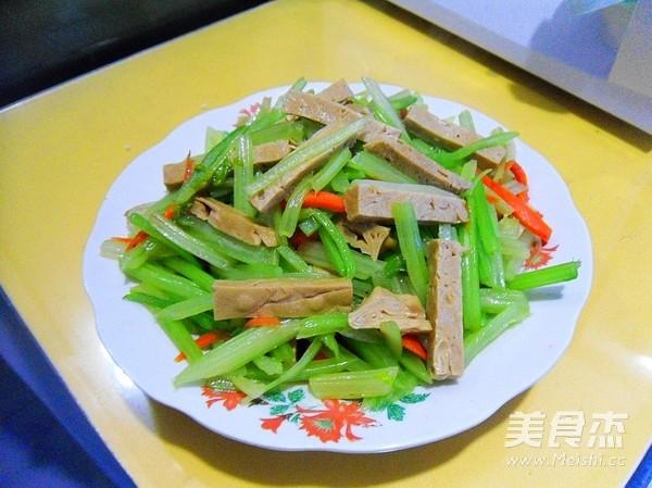 芹菜炒豆腐干怎么煸