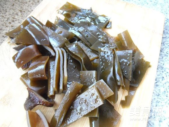 鸭件煲海带的家常做法