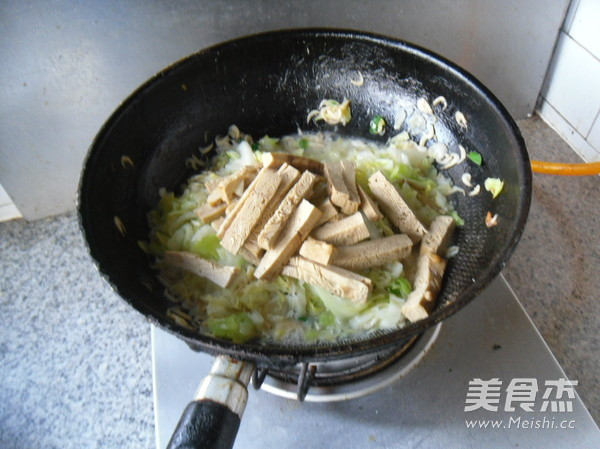 圆白菜炒豆腐干怎么煸
