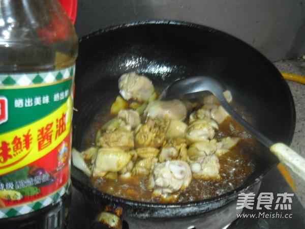 土豆烧鸡肉怎么炖