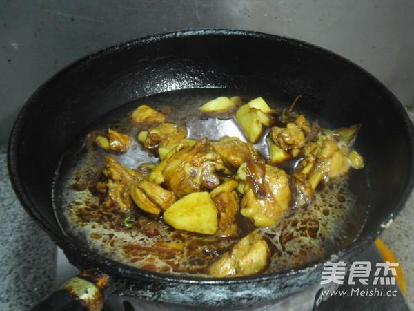 土豆烧鸡肉怎样煸