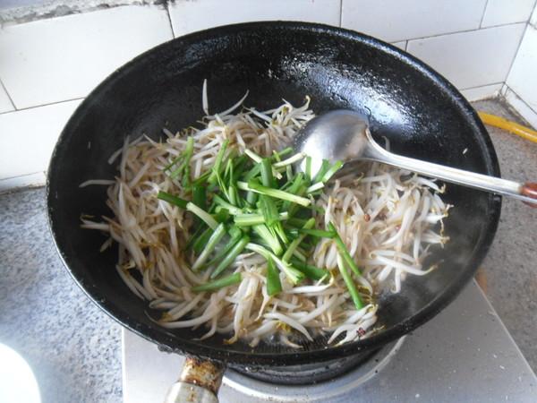 绿豆芽炒韭菜怎么炒