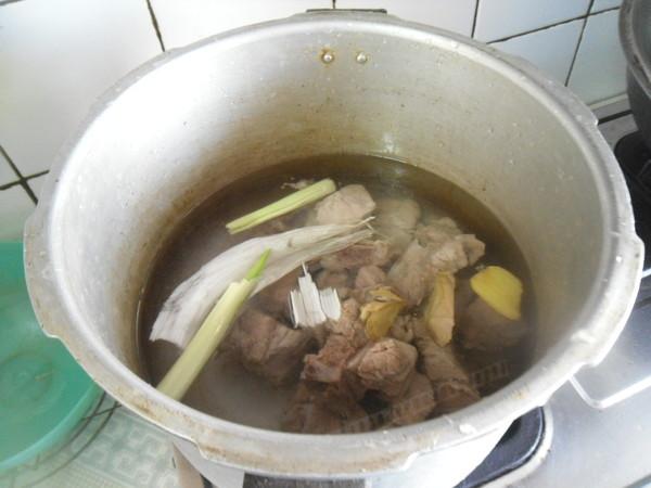 排骨莲藕汤的简单做法