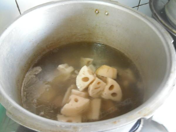 排骨莲藕汤怎么做