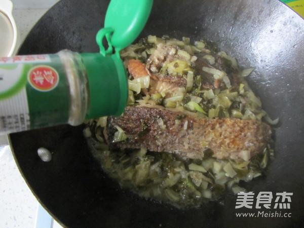 腌白菜烧鱼段怎样做