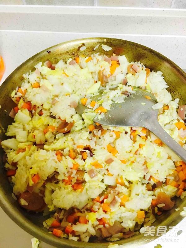 黄油培根蔬菜蛋炒饭怎么炒