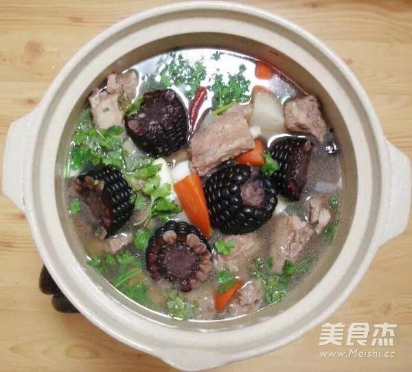 黑糯玉米排骨汤的简单做法