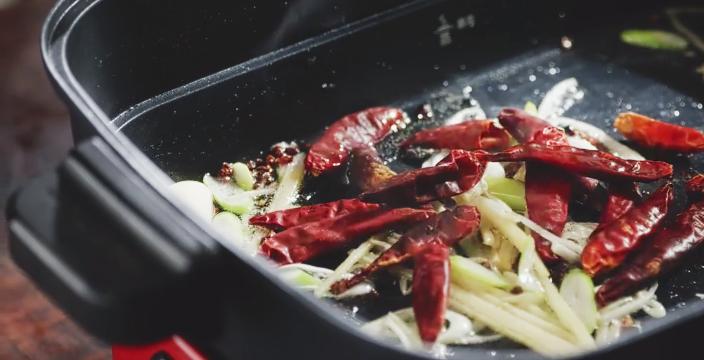 过完中秋也要吃顿好的,家庭版鸡公煲的家常做法