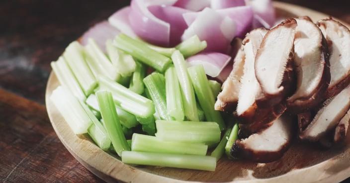 过完中秋也要吃顿好的,家庭版鸡公煲怎么做