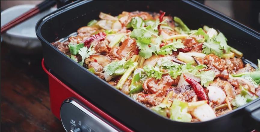 过完中秋也要吃顿好的,家庭版鸡公煲怎么煮