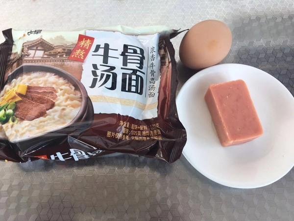 鸡蛋蔬菜火腿方便面的做法图解