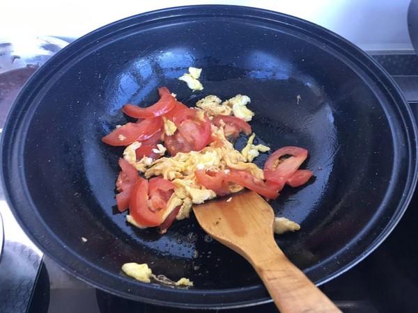 西红柿鸡蛋炒面怎么炒