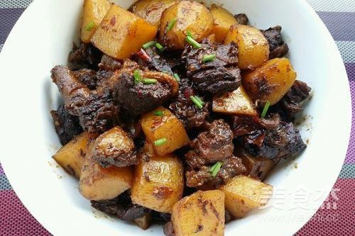 牛肉焖土豆的简单做法