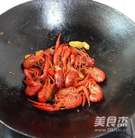 湖南香辣小龙虾怎样煸