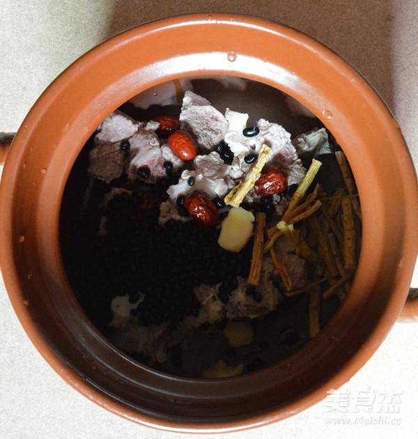黑豆猪骨汤的家常做法