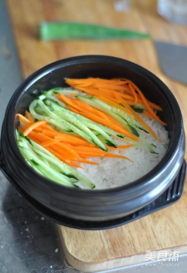 腊肉石锅拌饭的简单做法