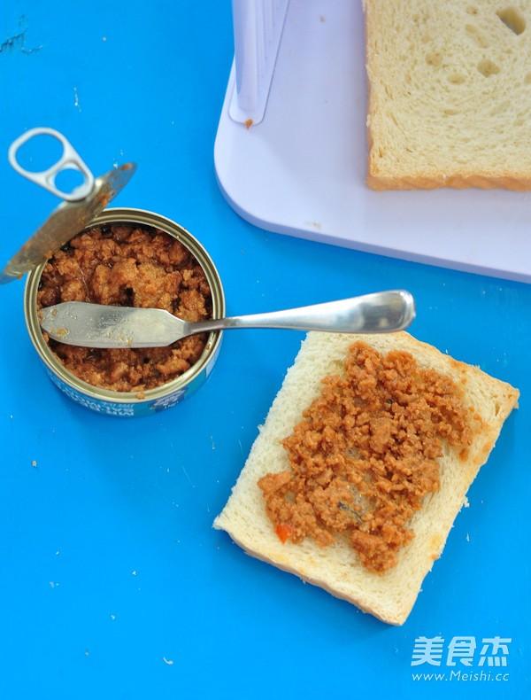 三文鱼罐头三明治的简单做法