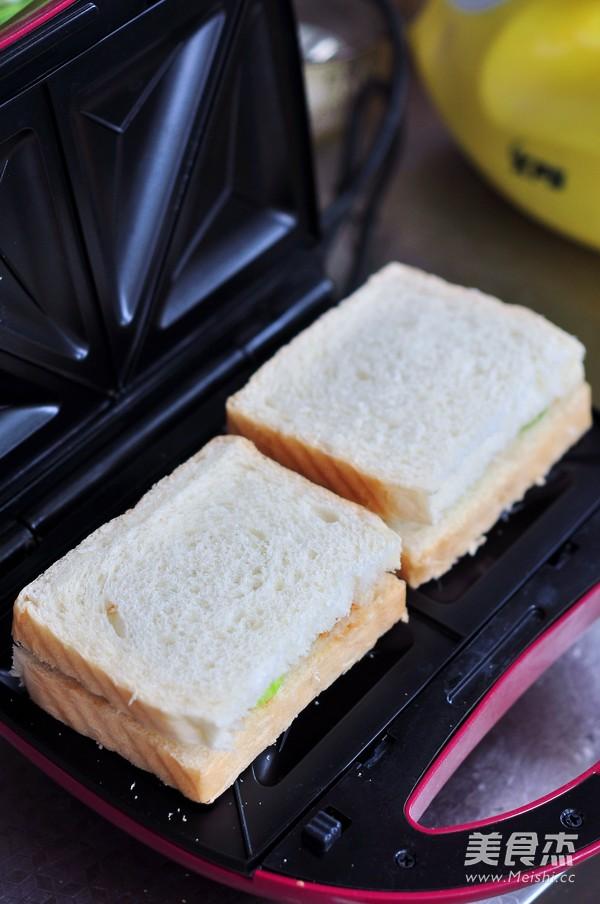 三文鱼罐头三明治怎么做
