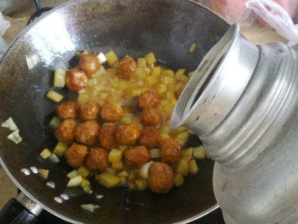 土豆烩丸子怎么炒