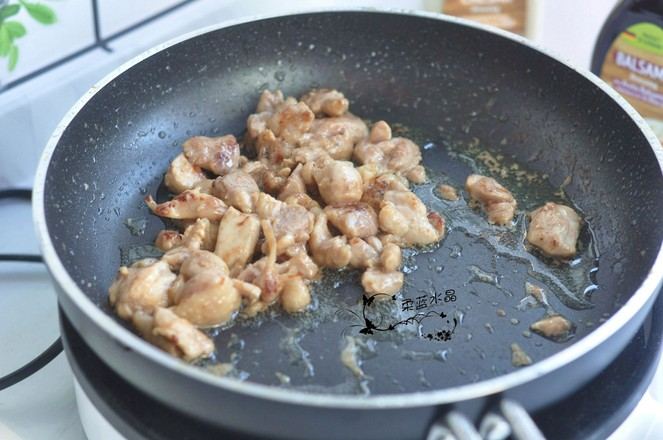 鸡腿肉炒蒜苔的家常做法