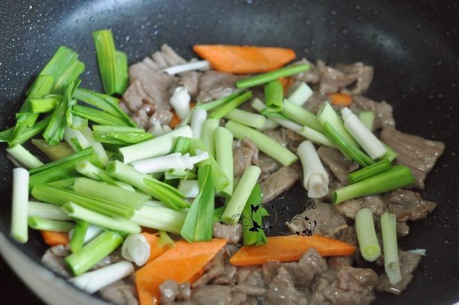 蒜苗炒牛肉的家常做法