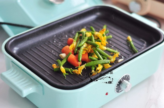黄瓜花炒水果胡萝卜的简单做法