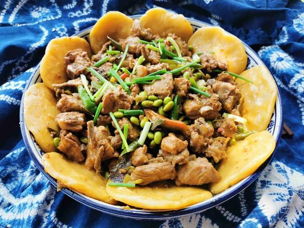 锅边馍馍—排骨烧毛豆成品图