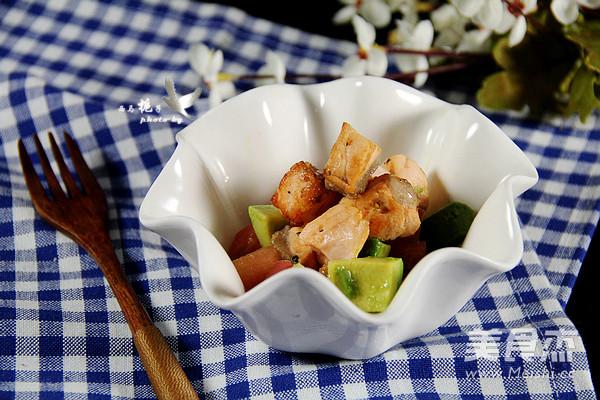 三文鱼牛油果沙拉成品图