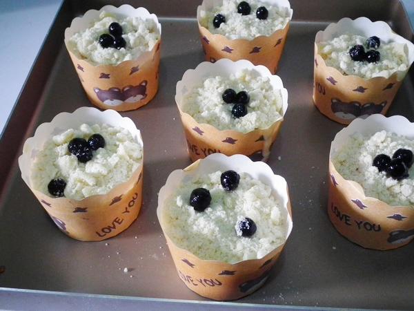 酥顶蓝莓爆浆纸杯蛋糕的步骤