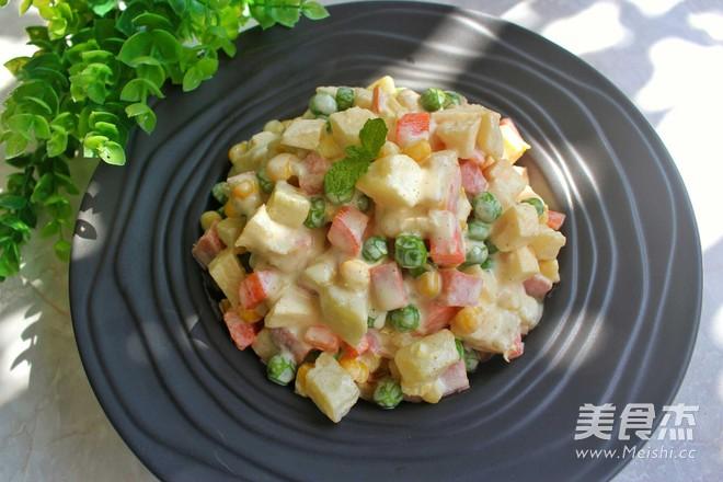 彩色蔬果沙拉成品图