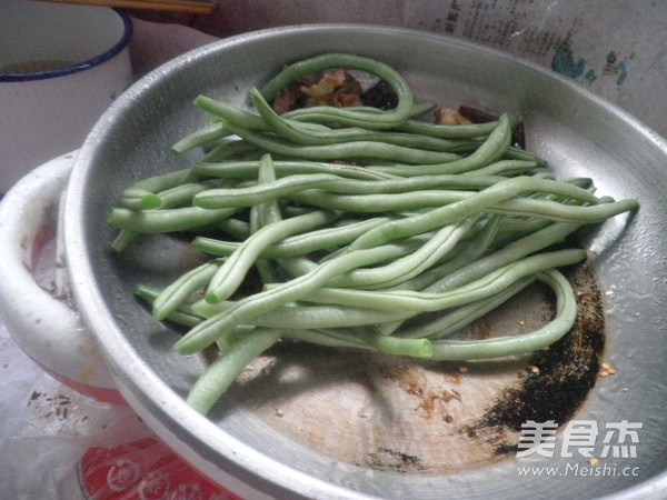 炒龙豆的步骤