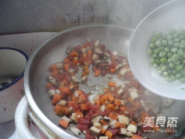 香菇腊肠焖饭的步骤