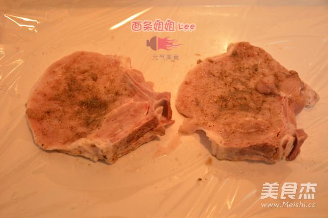 上海炸猪排配辣酱油的做法图解