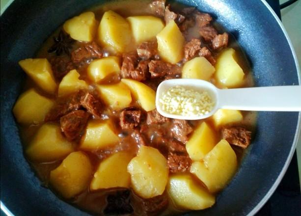牛肉炖土豆的制作