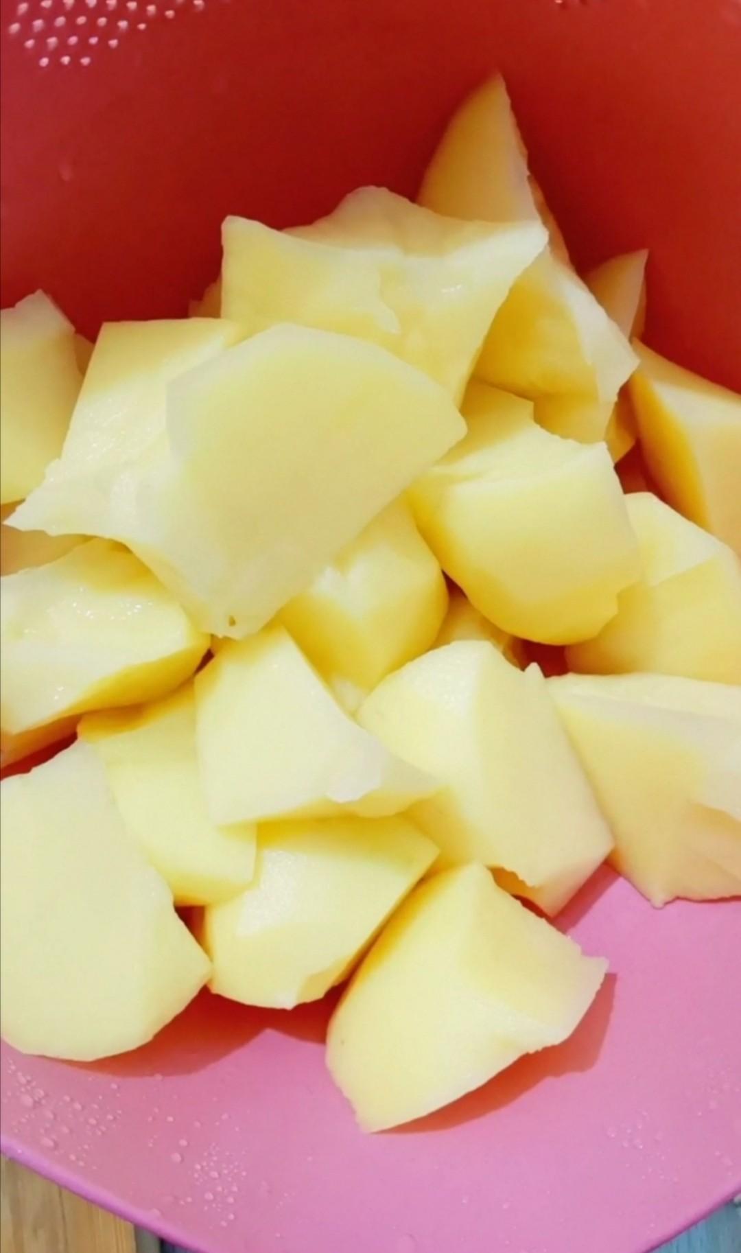 牛腩炖土豆的简单做法