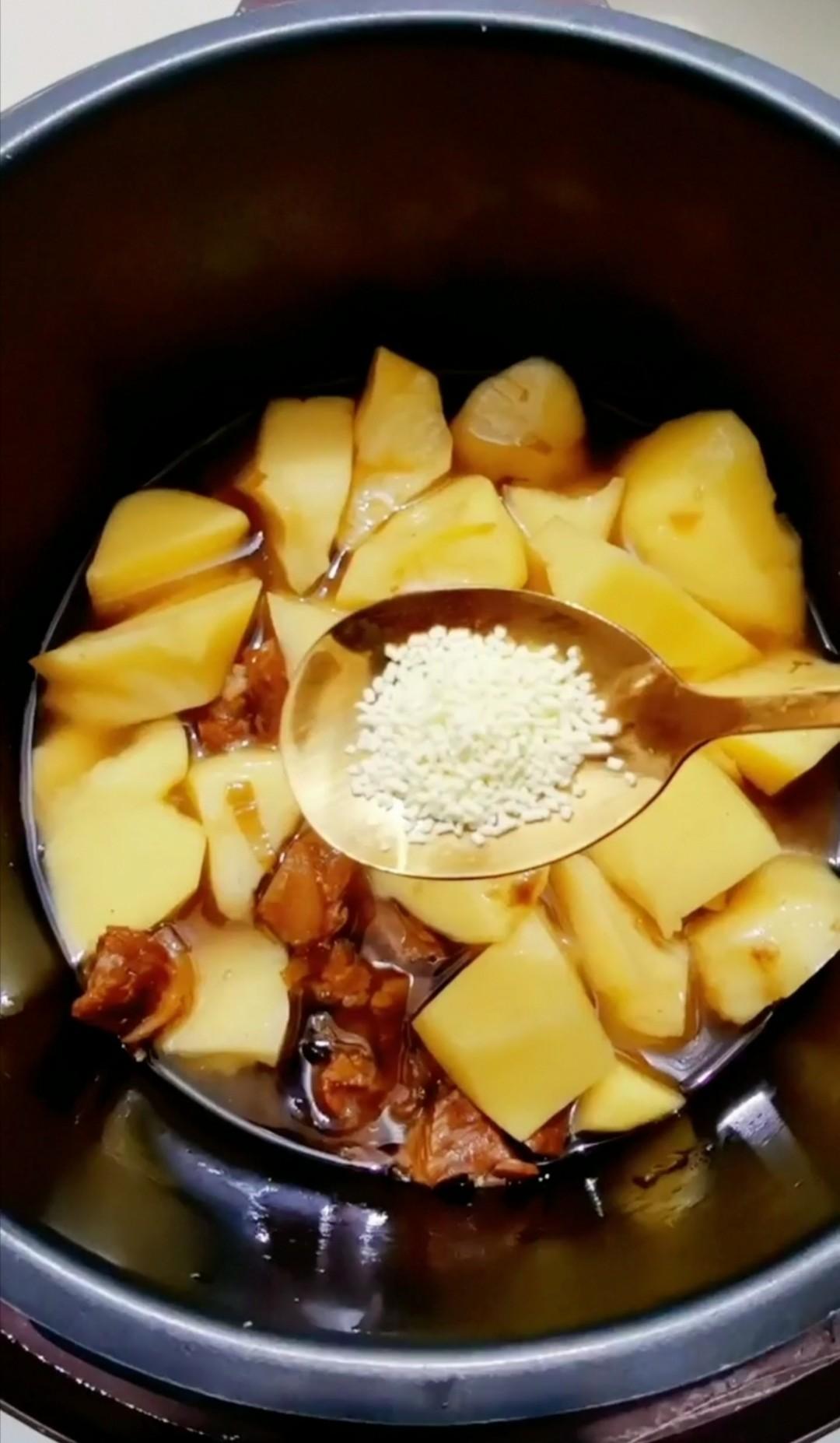 牛腩炖土豆的制作大全