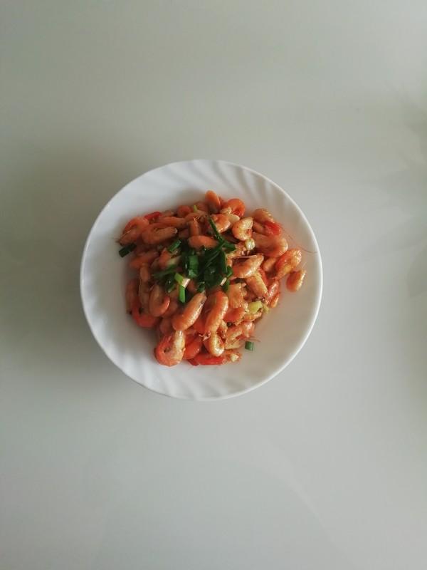 新鲜的炒河虾。怎么炒