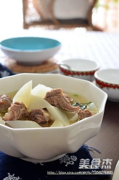 暖胃补虚的羊肉萝卜汤成品图