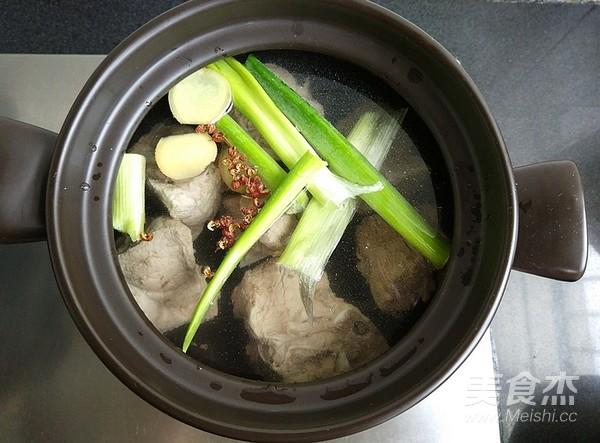 玉米排骨汤的家常做法