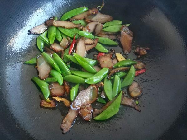 烟熏腊肉炒甜豆怎么做