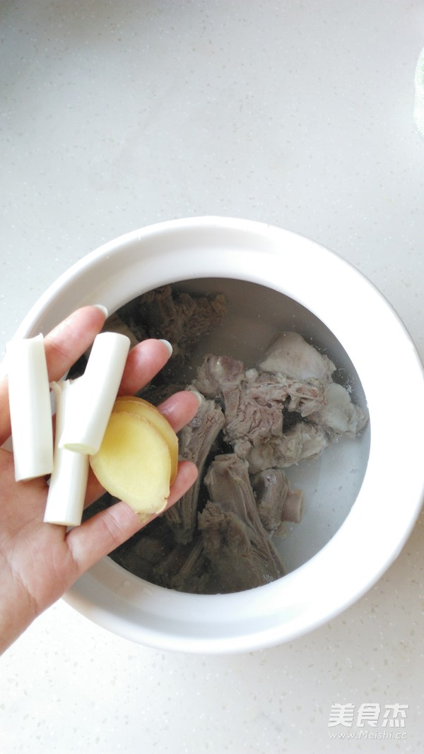 萝卜羊排汤的简单做法